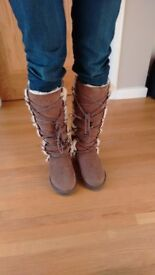 Wool-lined sheepskin ladies boots