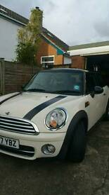 Mini cooper D 1.6 diesel black and cream