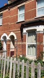 Single Rooms available for short and long term in Hendon near the University and tube station