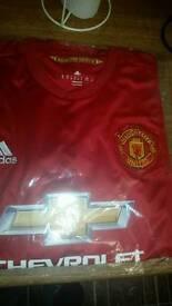Manchester United shirt size xl