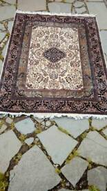 Never used hand knotted 5ft x7ft Persian design wool rug.
