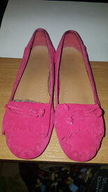 Clarks Pink Suede Pump Style shoes size 5D