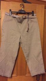 Ladies Crop trousers size 14