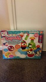 HOBBY WORLD DOUGH CUPCAKE CREATIONS BRAND NEW UNOPENED EXCELLENT XMAS GIFT IDEA SELLING FOR JUST £10