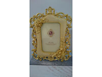 Small photo frame with gold effect 17x24 cms