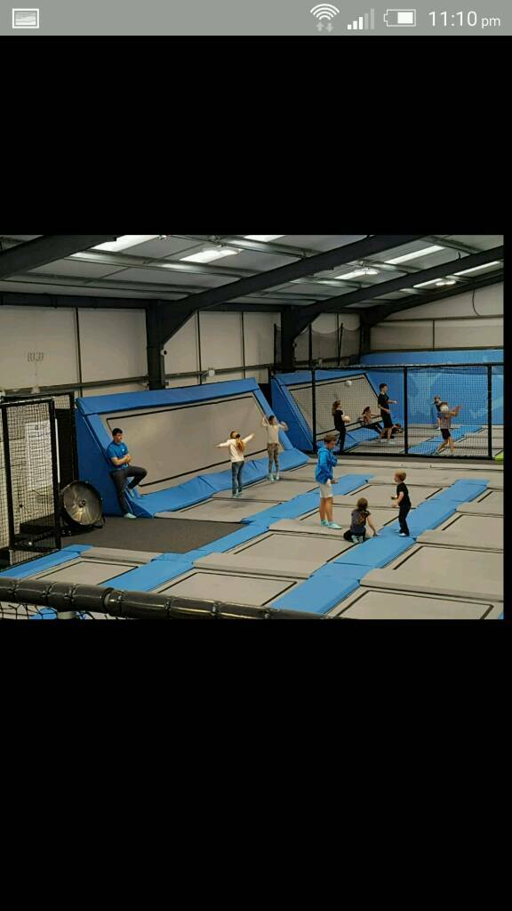 ******REDUCED PRICE GRAB A BARGAIN *****Trampolining 1 hour session for four