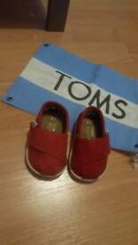 Baby Tom's size 2 never worn comes with bag