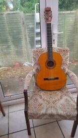 nice spanish guitar hardly used ideal for beginer