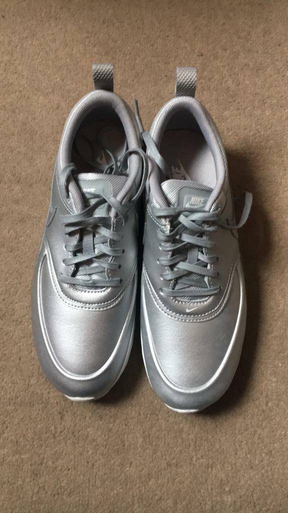 Brand New Size 5 Nike Air Max Theas