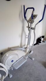 Reebok Cross trainer barely used. Electronic screen. Excellent condition.