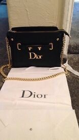 Deor hand bag ( new)