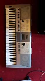 Yamaha psr-e413 digital keyboard with stand and power pack