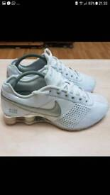 white nike shox size 5.5 or 39 to 40 very very clean it's Ben worn couple days only look like new