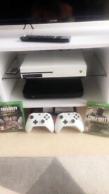White xbox one s 2 controllers and 2 games