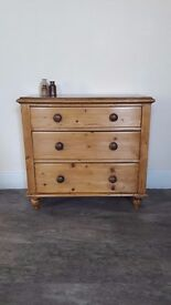 Antique Pine Victorian Chest of 3 Drawers *Lovely condition* !!