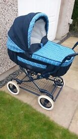 Britax Italian Collection 3 in 1 Travel System Pram with matching changing bag and sun canopy.