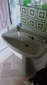 Large advacado sink / basin. Retro / vintage