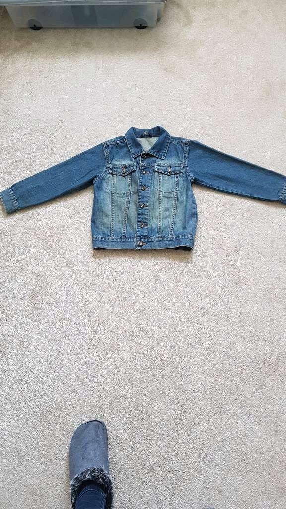 Boys Age 7-8, 122-128cms Blue Denim Jacket.