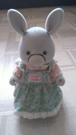SYLVANIAN FAMILY WITH COLLECTABLE TALKING MOTHER RABBIT