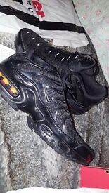 only 70 £!!!!!new air max plus /size 6 color black
