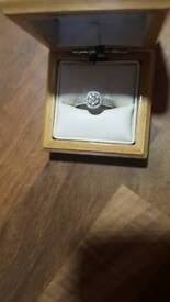 18ct white gold ring with 1 carat diamonds
