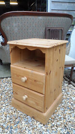 CHUNKY PINE BEDSIDE CABINET -