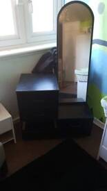 4 drawer unit with full length mirror