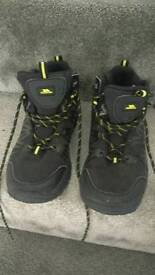 Size 3 trespass walking boots