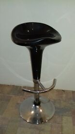 black gloss gas lift chair £5