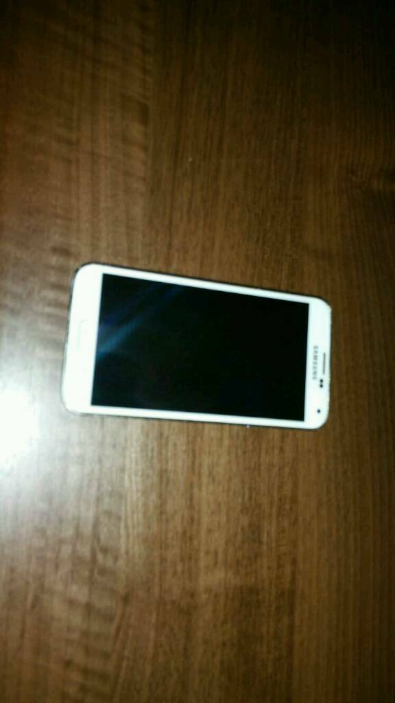 Samsung galaxy S5 in white, good condition