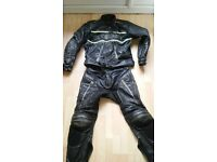 Second Hand leathers Top & Bottoms/ Back Plater Elbow Plates & Knee Plates