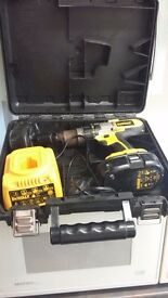 DEWALT 18 HAMMER DRILL WITH 2 BATTERIES AND CHARGER