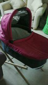 Uppababy Vista carry cot / bassinet with stand