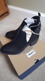 Black Ankle boots ladies size 4.5 American Eagle