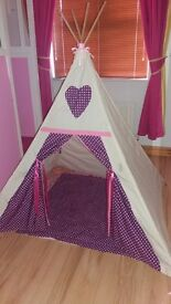 Magical teepee with mat like new for girls