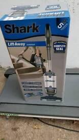 Shark Lift-Away NV600UK