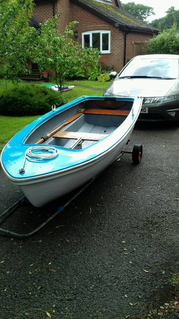 Fibrocell sailing dinghy