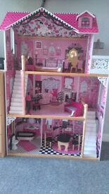 Doll house and dolls
