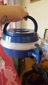 Collapsible drinks dispenser