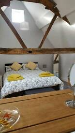 Short stay Accommodation * Cottage in Historic Tewkesbury * Sleeps 2 * Free Wifi * Linen & Towels