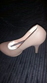 Size 5 faux leather heel court shoes