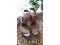 Clarks size 7d tan leather sandals - never worn