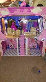 Childs Dolls House, Hardly been used,Good as new.