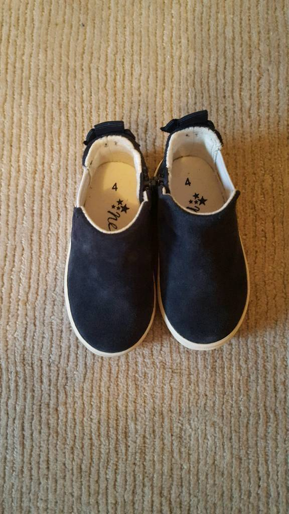 Next kid's boots size 4 - new