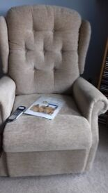 Celebrity riser/recliner chair 6 months old electric