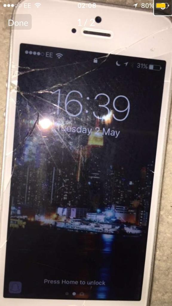 iPhone 5s EE 16gbin South Shields, Tyne and WearGumtree - The iPhone screen is cracked and I would recommend getting a replacement but the phone itself works fine