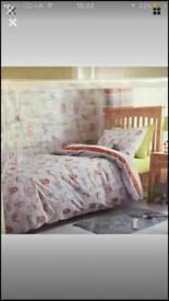 Single bedding and curtain set