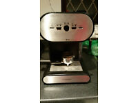 Cookworks Signature Expresso and Capuccino coffee maker with frother and steamer