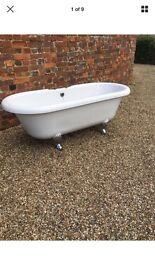 White top roll bath with feet