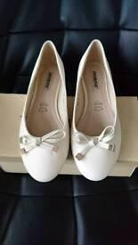 Cream Flat Shoes size 4
